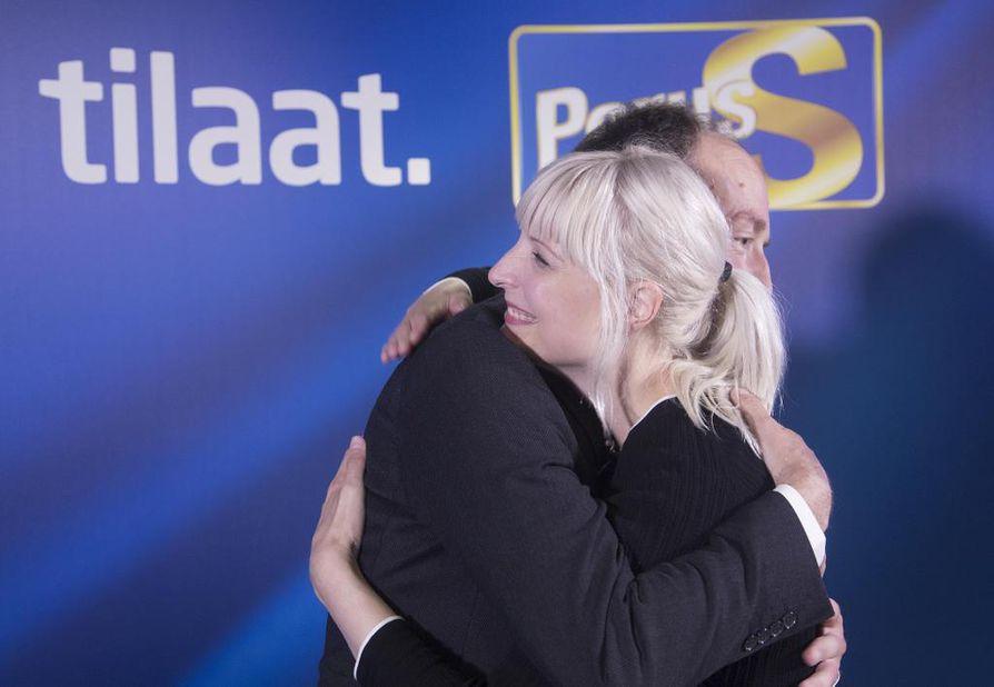 Koululaisten tekemässä ryhmätyössä oli perussuomalaisten puheenjohtaja Jussi Halla-ahon ja varapuheenjohtaja Laura Huhtasaaren kuvat. Arkistokuva.