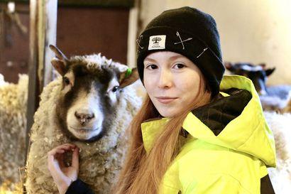 Oona Pesonen on lapsesta asti halunnut tehdä töitä eläinten kanssa – nyt hän toteuttaa omia unelmiaan eläintenhoitajan koulutuksessa Muhoksella