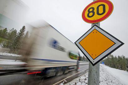 Nopeusrajoituksia alennetaan tänään tilapäisesti eri puolilla Suomea järjestelmäpäivityksen takia – koskee Pohjois-Pohjanmaalla Nelostietä ja Kainuuntietä