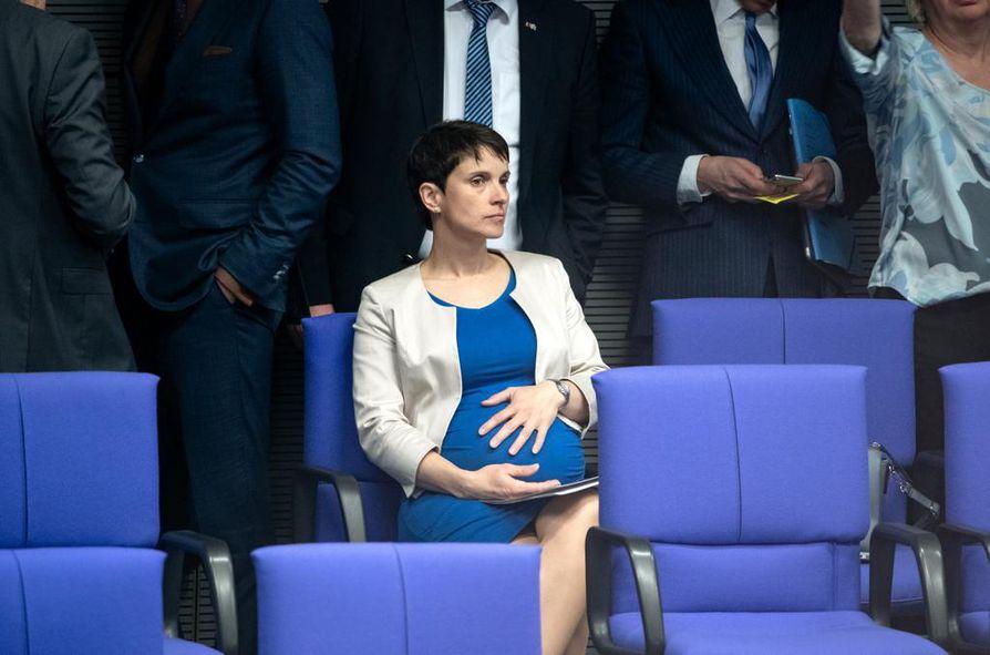 Frauke Petry perusti Saksassa Sininen-puolueen, jonka elinikä jäi kahteen vuoteen. Viime keväänä liittopäiväedustaja Petry odotti kuudetta lastaan.