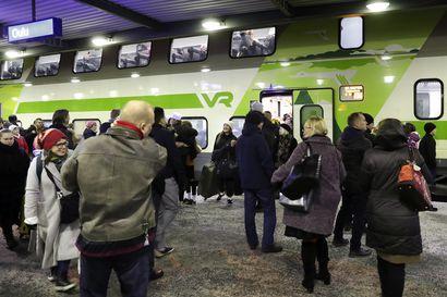 """Aikatauluissa pysyminen on VR:lle jatkuvaa työtä ja Suomen talvi tekee tehtävästä vielä haastavammalla – """"Tunnin mittaisia myöhästymisiä sattuu alle 0,5 prosentille kaikista junista"""""""