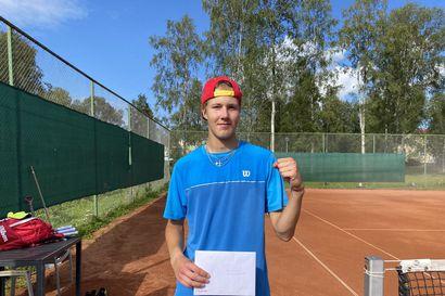 Oliver Saarinen voitti Kemin tennisturnauksen