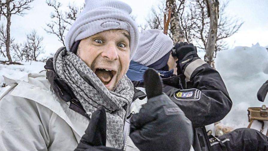 Anders Lundin kulkee luonnossa petoeläinten perässä. Ruotsin Lapin Borgafjällissä hän näkee ahman jolkottelevan lumella.