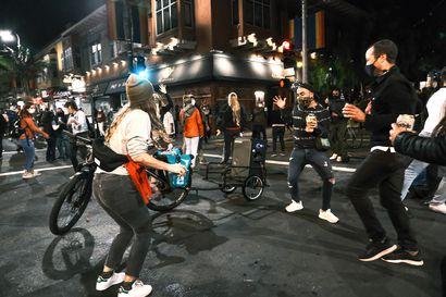 """Yhdysvaltain kadut täyttyivät Joe Bidenin voiton juhlijoista – """"Nyt on syytä juhlia. Olemme odottaneet niin kauan"""""""