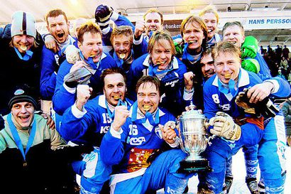 Suomalaisten palloilumaajoukkueiden ympärille on syntynyt viime vuosina monta hienoa ilmiötä. Jääpallon maailmanmestaruus vuonna 2004 jäi kuitenkin pimentoon. Miksi?