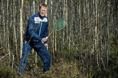 Seppo Rounajan avokätinen tuki auttoi Matti Saarelan aikoinaan squashammattilaiseksi ja Kenian mestariksi – nyt Heinäpään kasvatti luotsaa miesten maajoukkuetta kohti EM-kotikisoja