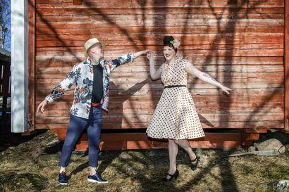 Kesän pukeutumisessa yhdistyy muoti, mukavuus ja ajattomuus: Rento meininki lupaa käyttää samaa juhlamekkoa myös arjessa