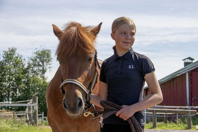 Peikolla voittoon Seinäjoen Finland Horse Show'ssa –Lumijokinen Sofia Palosaari on ratsastanut Peikko-ponilla vasta vajaan vuoden
