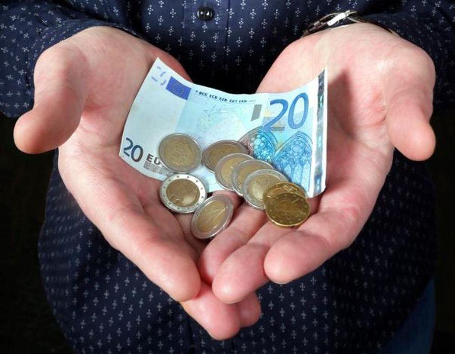 Suomalainen kotitalous maksaa hankkimistaan tarvikkeista yhdeksänneksi eniten koko Euroopassa.