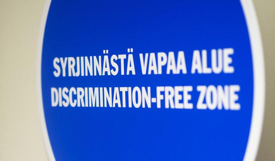 Vihapuhe kohdistuu useimmiten maahanmuuttajiin, vammaisiin, kulttuurivähemmistöihin sekä seksuaali- ja sukupuolivähemmistöihin.