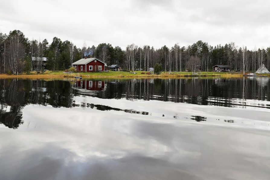 Kultalahden tila itäisellä Inarilla oli ennen Pandyn tuloa Sarren suvun kesäpaikka.