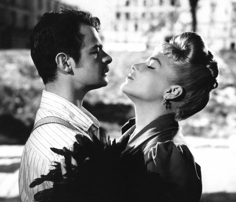 Serge Reggiani ja Simone Signoret ovat pääosissa yhdessä elokuvahistorian suurista rakkaustarinoista. Rakastajatar-elokuva on myös huolella koottu ajankuva 1890-luvun Pariisin alamaailmasta ja työläiskulttuurista.