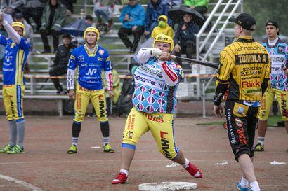 Simon Kirillä tiukka otatus pisteistä Kuopiossa