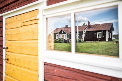 """Oulussa asuva Siikaluoman perhe kunnostaa Kuusamossa 1760-luvulla rakennetusta Tumperin talosta kylän käyntikorttia: """"Eräänlainen pimeiden syrjäseutujen valonpilkahdus"""""""