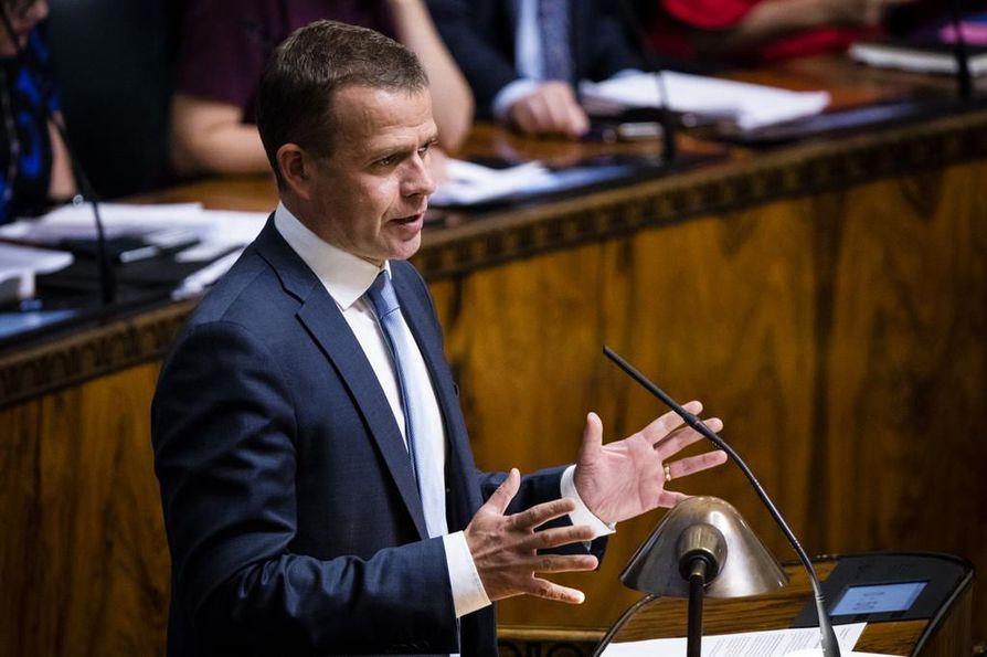 Valtiovarainministeri Petteri Orpo iloitsi viimeksi tämän viikon budjettikeskustelussa parantuneista työllisyysluvuista.