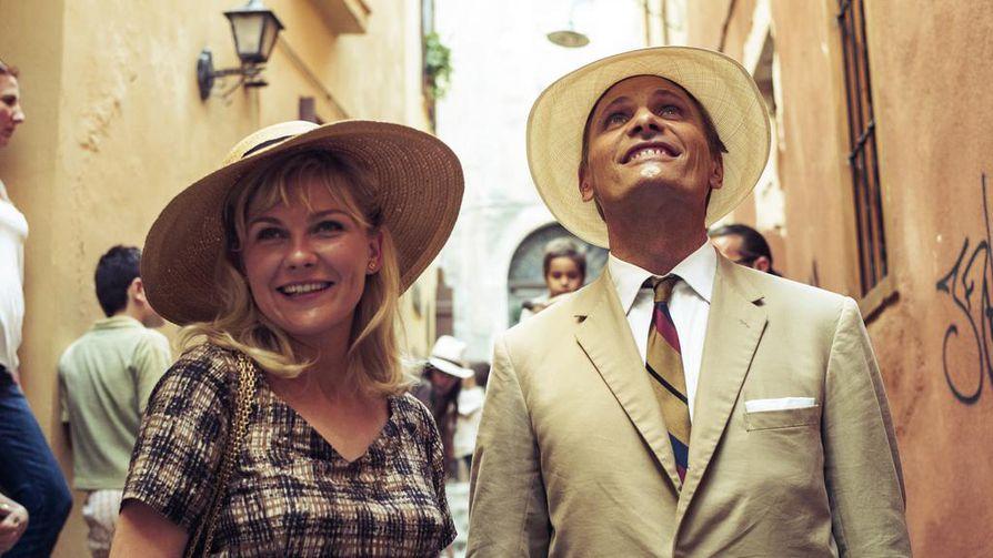 Kristen Dunst ja Viggo Mortensen ovat Kreikassa lomaileva amerikkalainen pariskunta Two Faces of January -elokuvassa.