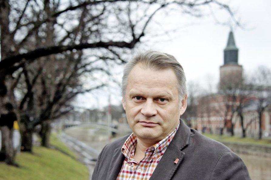 Loppusuoralla johtajakisassa taistelee tulevaisuuden tutkimuksen konkari, professori Markku Wilenius. Sitran hallintoneuvosto haluaa haastatella myös Wileniuksen ennen lopullista valintaa.
