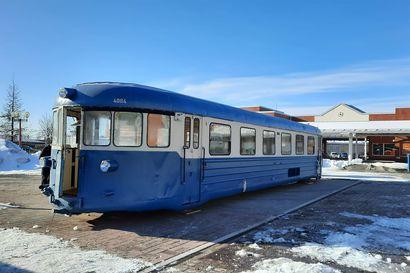 Lättähattu tuli Rovaniemen torille – vaunun yhteyteen tulossa terassiravintola
