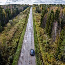 Lyhin ajoreitti Rovaniemen ja Oulun välillä tarkoittaa tiukkaa mutkittelua ja kuoppien väistelyä sivuteillä