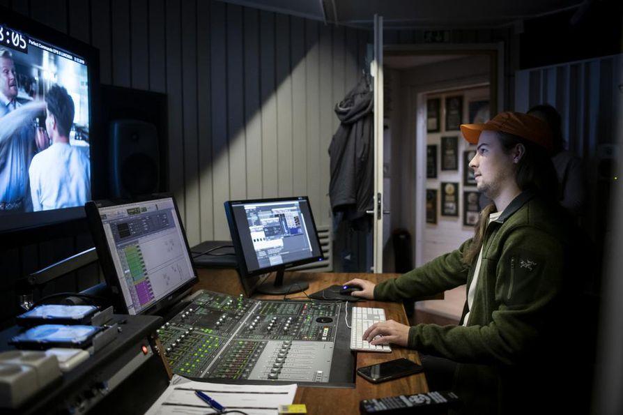 Taneli Suoranta teki parhaillaan äänisuunnittelua Jalmari Helanderin uuteen tv-sarjaan Perfect Commando.