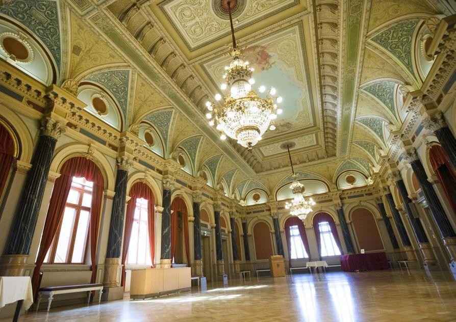 Oulun kaupungintalo on menossa ensi keväänä remonttiin. Sitä ennen pitäisi kuitenkin keskustella kaupunkilaistan kanssa talon tulevasta käyttötarkoituksesta, vaikka kaupungintalon onkin syytä jatkaa myös arvoisensa mukaisena kuntalaisdemokratian keskuksena.