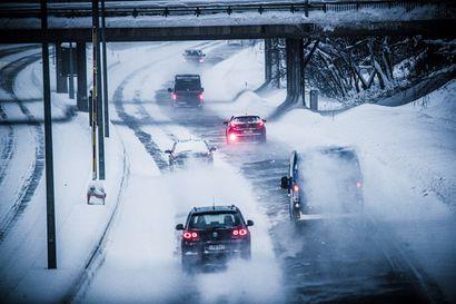 Irtolumi haittaa yhä liikennettä – Torstaina lämpenee