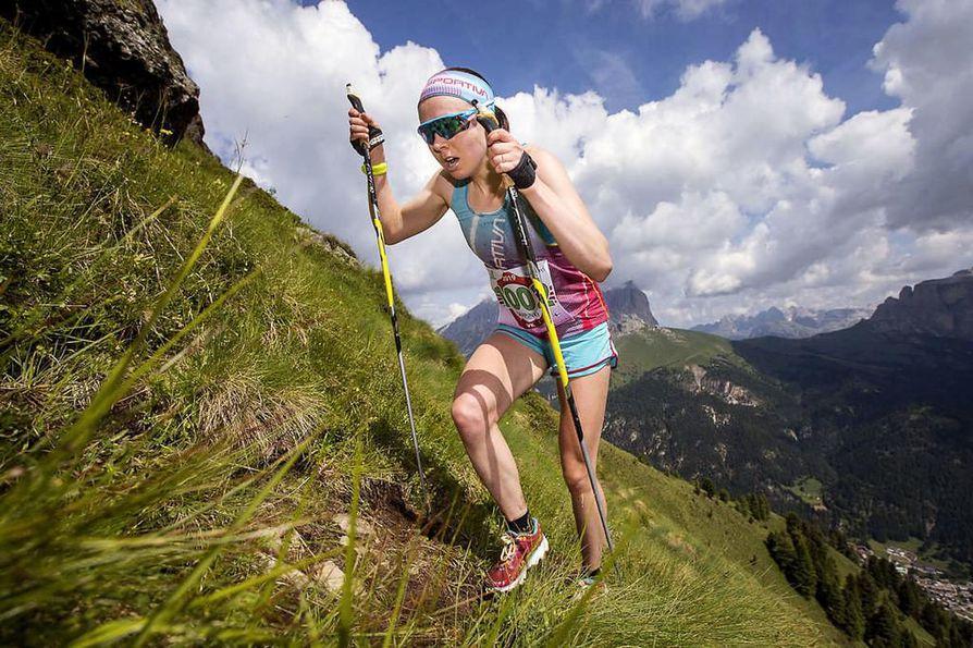 Maastohiihtäjänä tunnettu Susanna Saapunki puuskutti raastavassa kilometrin mittaisessa nousussa skyrunning-kilpailussa perjantaina Italian vuorien jylhissä maisemissa.
