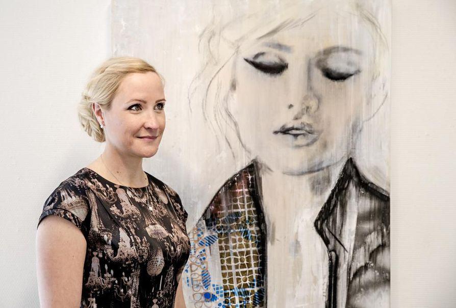 Turkulaisen on helppo tulla Ouluun, sanoo taiteilija Rosa Helin.
