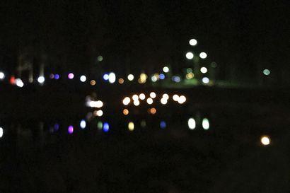 Katso video: Murrossa loihdittiin valoa pimeään marraskuuhun – Voimapuusta löytyi kauniita lauseita, käsitöitä villasukkien ja makrameiden muodossa sekä lasten tekemiä valosta kertovia koristeita