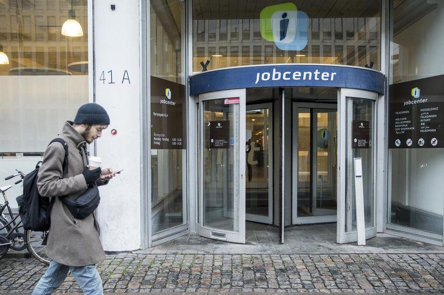 Työvoimatoimistot ovat Tanskassa kunnallisia.