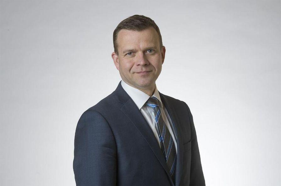 – Muistakaapas perustuslain mukainen prosessi, kokoomuksen puheenjohtaja Petteri Orpo korosti.