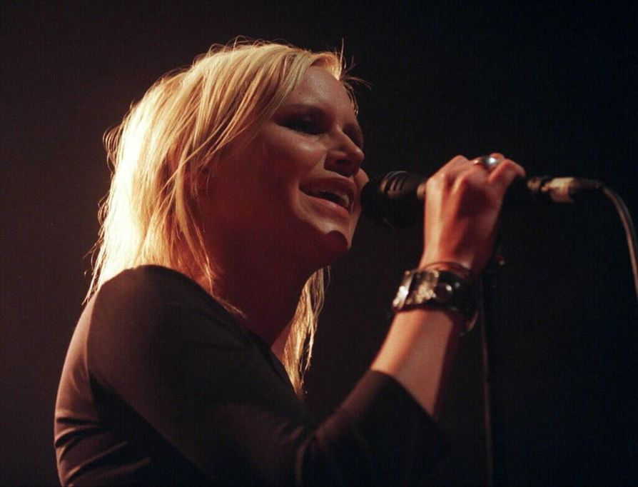 Nina Perssonin tähdittämän The Cardigansin  viimeisin pitkäsoitto on 11 vuoden takaa, Super Extra Gravity. Bändi keikkailee silti edelleen.