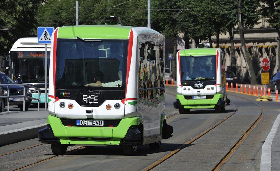 Virossa intoillaan nyt uudesta tekniikasta. EU-puheenjohtajakauden kunniaksi Tallinnan katukuvaan on tuotu robottibusseja.