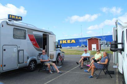 Väki hupeni parkkipaikalta – Ikean asiakasmäärät romahtivat puoleen