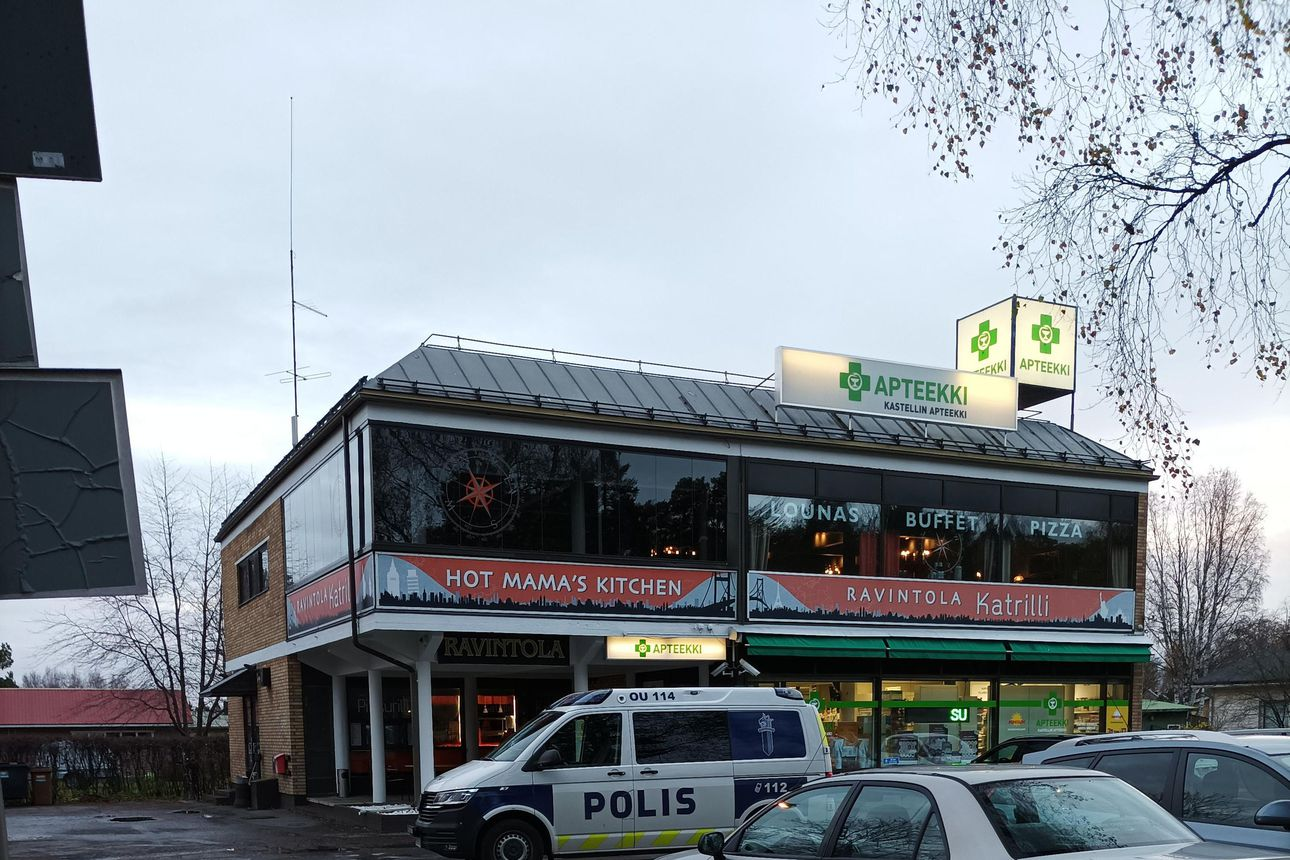 Poliisilla on operaatio Kastellin apteekin rakennuksessa Oulussa – lähellä liikkuville ei ole vaaraa