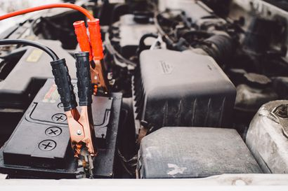 Parikymmentä pakkasastetta vie puolet auton akun tehosta – jäätynyttä akkua ei kannata elvyttää