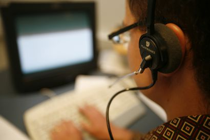 Lukijalta: Kuka suojelee ikäihmisiä puhelinmyyjiltä?