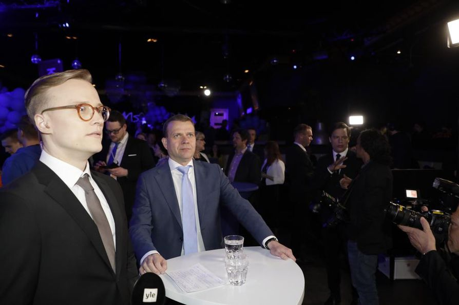 Kokoomuksen Petteri Orpo seurasi vaali-illan kulkua vaalivalvojaisissa. Kokoomus pitää vaalivalvojaisiaan Helsingin keskustassa Club Capital -ravintolassa