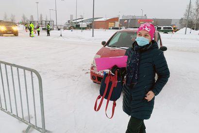 Suomalaisen kokin työpäivä päättyi testiin - Vajaat puolet Torniosta Suomeen tulleista käveli sisään koronakonttiin