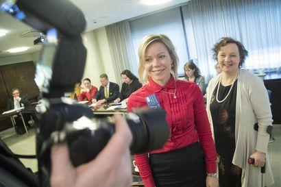 Johtajana ei pärjää, jos luulee tietävänsä kaiken, sanoo Tytti Määttä, josta tuli kunnanjohtaja 28-vuotiaana