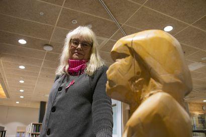 """Katso video: Kulttuurin niukkuus Pudasjärvellä johtuu kulttuurista, arvelee taiteilija Marja-Leena Tykkyläinen:""""Kyllä sinun täytyy nähdä kauemmaksikin kuin vain omiin kotinurkkiisi"""""""