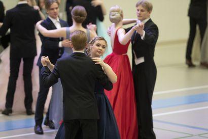 Lukijalta: Muistoja vanhojen tansseista