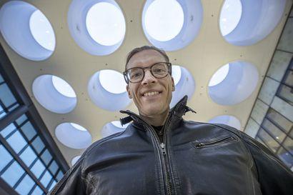Pikkuisen pelkoa ja hulluna huuhaata – Tutkija-tiedebloggaaja Pauli Ohukainen tietää, kuinka kunnon pöhinää herättävä salaliittoteoria rakennetaan
