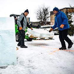 Jääveistospuiston myyntikojut myytiin karhunkatselukojuiksi - puisto vielä viikon tai kaksi avoinna, ensi vuodesta ei vielä varmuutta