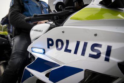 Poliisi tutkii Pudasjärvellä perjantaina sattunutta aseellista välikohtausta – yksi epäilty otettu kiinni, tutkitaan tapon yrityksenä