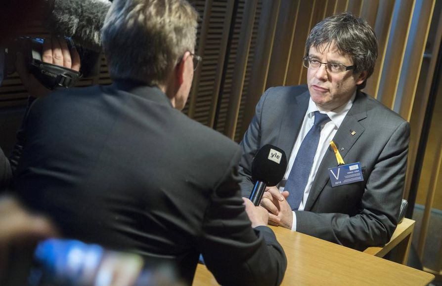 epa06620706 Former Catalonian President Carles Puigdemont speaks to the media during his visit to meet group of representatives of the Finnish Parliament, Helsinki, Finland, 22 March 2018.  EPA/MAURI RATILAINEN  BY: ALL OVER PRESS / EPA-PHOTO CODE: EPAXX8