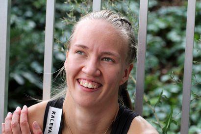 VKV:n Mette Baas kurotti naisten 400 metrin maaotteluvoittoon ennätyksellään - Pohjan Koiton Neea-Maria Joki ponnisti ennätyksellään tyttöjen korkeudessa toiseksi