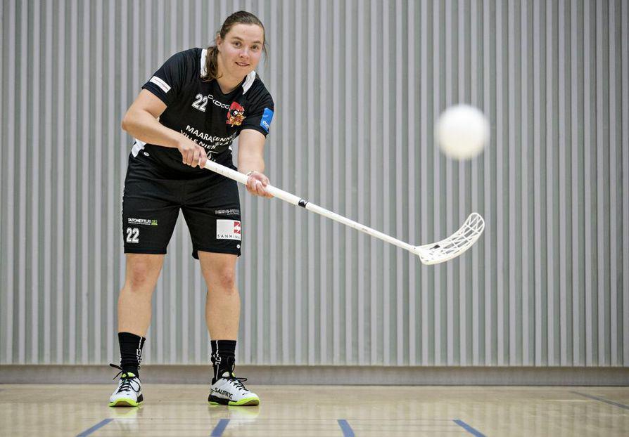 Rankkojen Ankkojen Emmi Niemelä voi katsoa uraansa taaksepäin ylpeänä. Muun muassa MM-hopea ja liigan runkosarjassa syntyneet 124 maalia  kertovat hyökkäjän taidoista olennaisen.