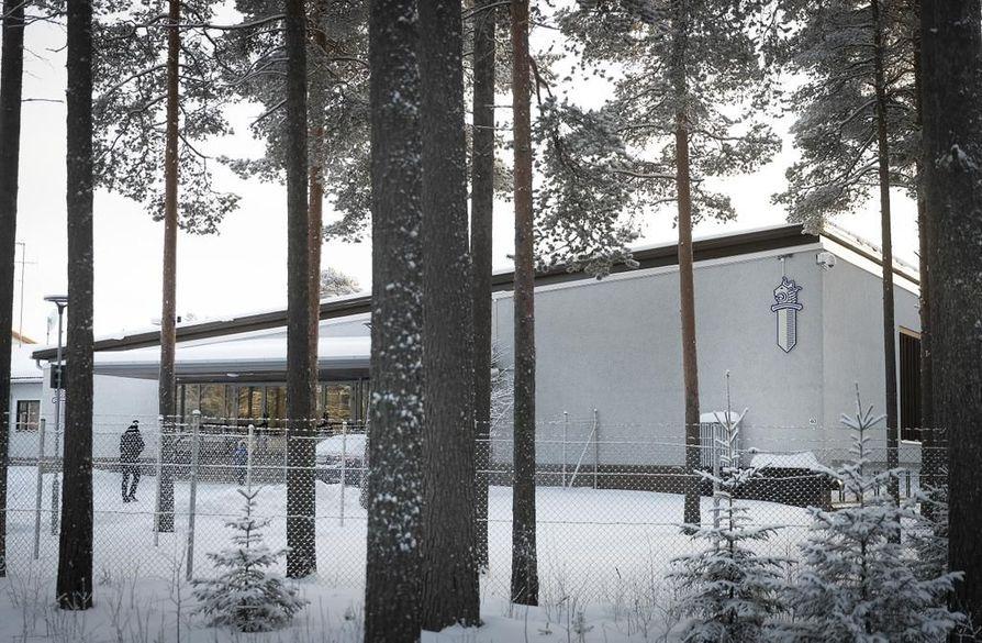 Sädesienikasvua havaittiin Oulun poliisilaitoksen tiloista 11 neliömetrin kokoisesta huoneesta. Huone on Senaatti-kiinteistöjen tietojen mukaan ollut tyhjillään, mutta poliisin työsuojeluvaltuutetun mukaan käytössä muuna kuin työhuoneena.