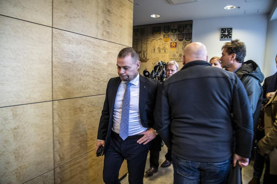 Keskusrikospoliisin päällikkö Robin Lardot helmikuun alussa menossa virkarikosjutun valmisteluistuntoon Helsingin hovioikeudessa.